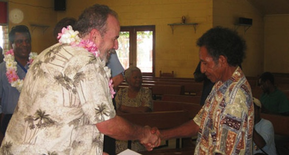 David Vosseler, PNG SEASMART head, presents a diploma to a Papuan man who has graduated from fisher training.