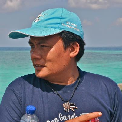 Indonesian marine biologist Yunaldi Yahya. His organization believes that protections for the Banggai Cardinal should be made in Indonesia with support from other countries.