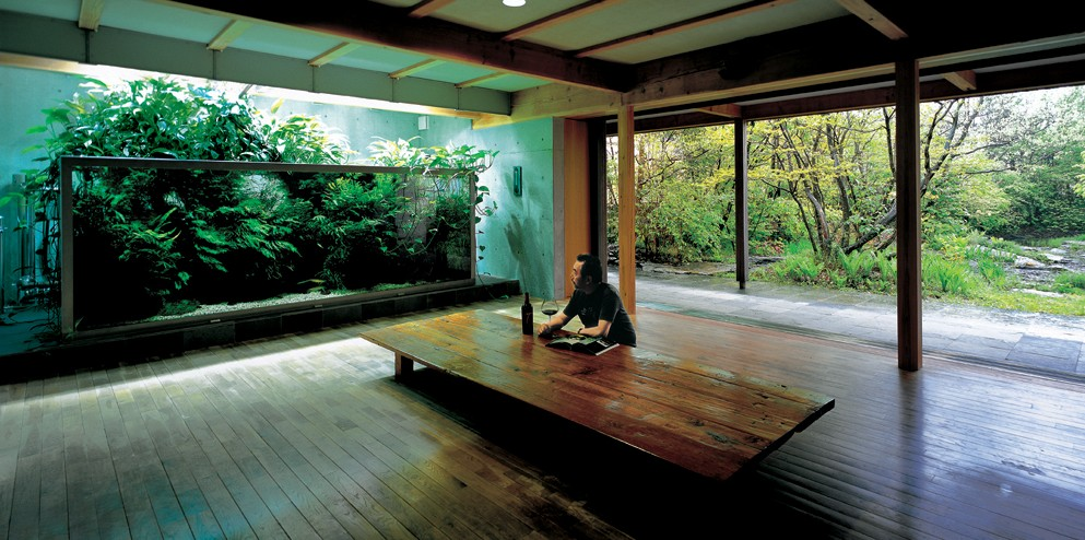 Takashi Amano (July 18, 1954 - August 4, 2015), at home in his living room, in Japan. Image: Aqua Design Amano