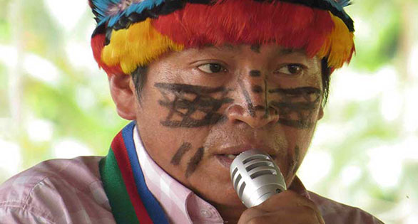 Peas Peas Ayui of the Achuar people speaking against oil development in the Peruvian Amazon. Amazon Watch image.