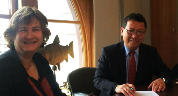 New England Aquarium CEO Nigella Hillgarth with Philippines' Fisheries Undersecretary Asis Perez at the signing of the new agreement in Boston that some believe could prove a game-changer in the marine aquarium trade. Image: Ret Talbot.