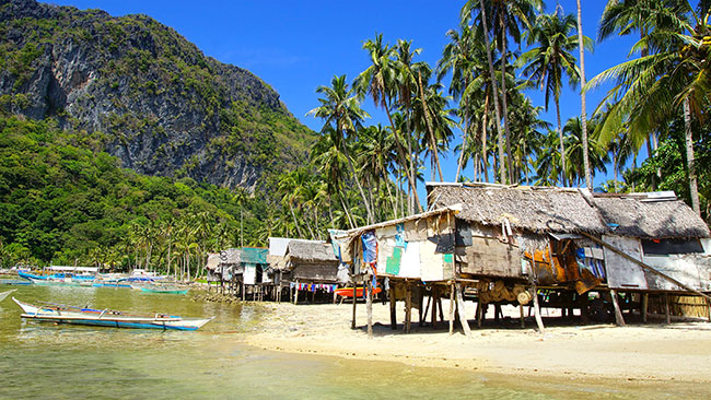 Fishing villages throughout the Philippines rely on income from the aquarium trade and are viewed as one part of a reformed, sustainable fishery. Image: Igor Plotnikow/Shutterstock.