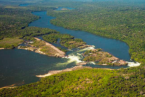 Aerial view of the clearwater Rio Tapajos, courtesy The Nature Conservancy.