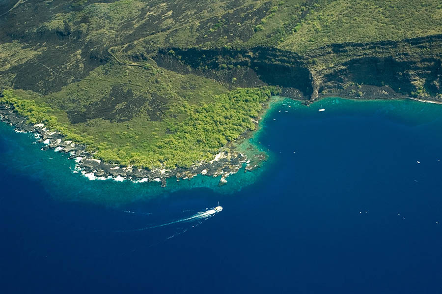 An aerial view of Kealakekua Bay, Big Island, Hawaii. Image Credit: Vlad Turchenko/Shutterstock
